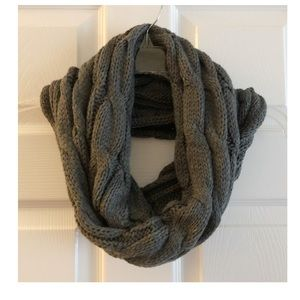 🧶 NWT! Cable Knit Infinity Scarf